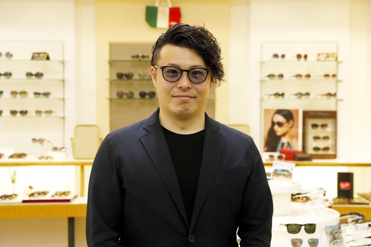 Kohoroのサングラスをかける男性