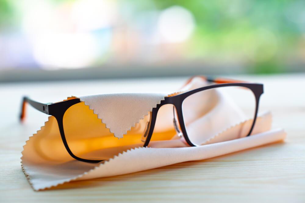 メガネを包むクリーニングクロス