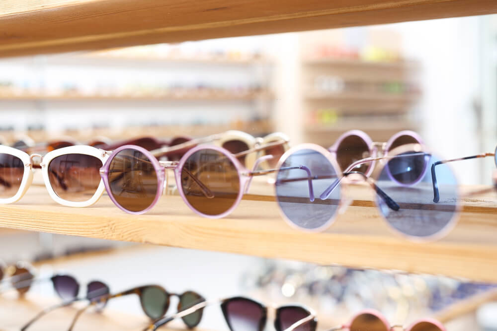 さまざまな種類のサングラス