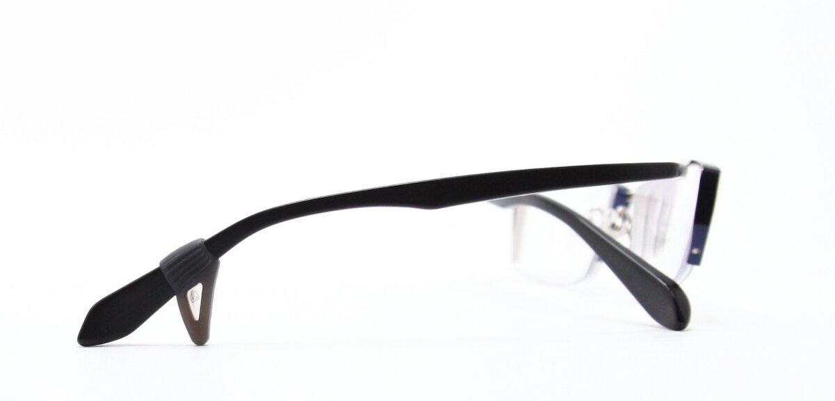 メガネに取り付けられたメガロック