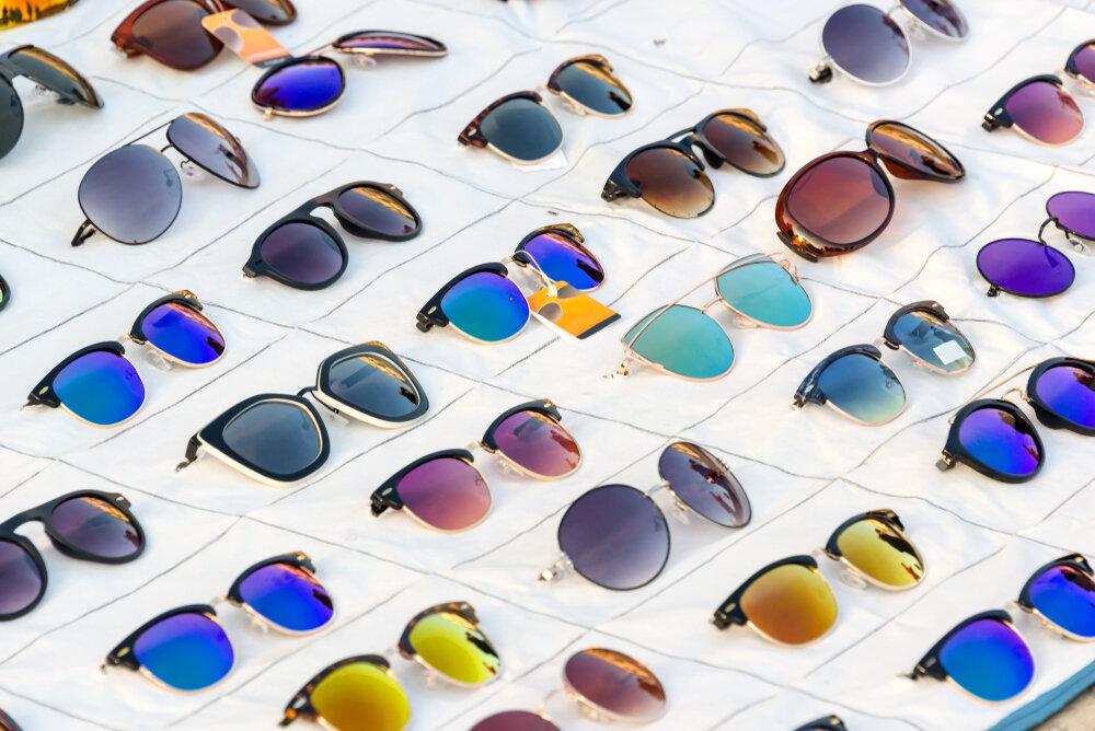並んだサングラス
