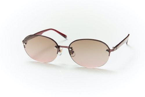 すっきりとした印象にみせてくれるハーフリムタイプの偏光サングラス。kohoro 偏光サングラス  。コホロ(心)になじむメガネ。自然や生活の中にある色彩をまとったメガネ。ソフトな明るさの眩しさだけでなく、反射の眩しさも軽減。