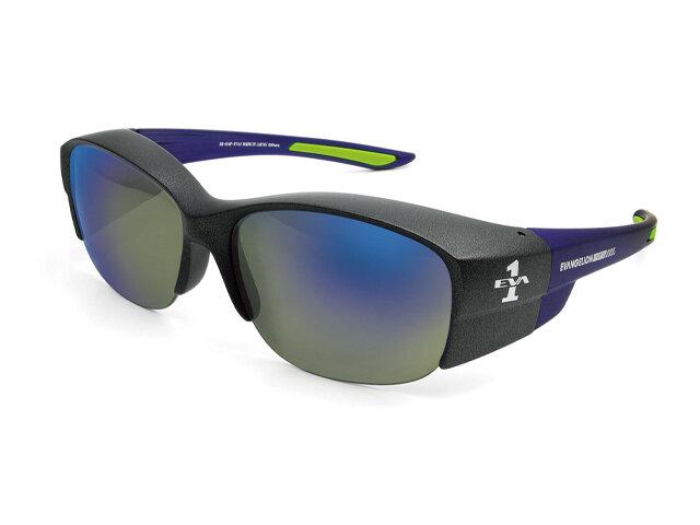 タフな場所でも耐久性を発揮する偏光サングラス。メガネの上からも使用でき、簡単に度入り偏光サングラスを体感できます。幅の広いフレームで高い遮光性を可能にし、デザインはクールな印象を与えます。