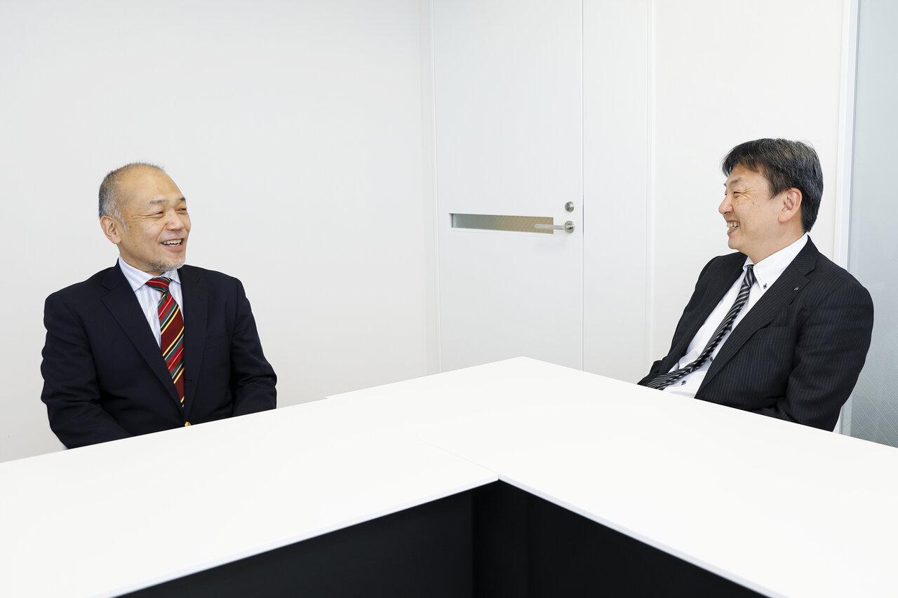 図書印刷株式会社 斉藤智さん(左)と岩崎秋親さん(右)
