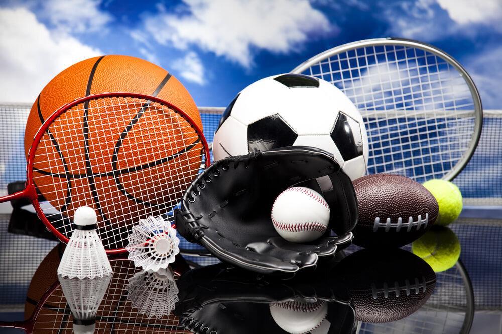バスケットボールやサッカーボールなどのスポーツ用品