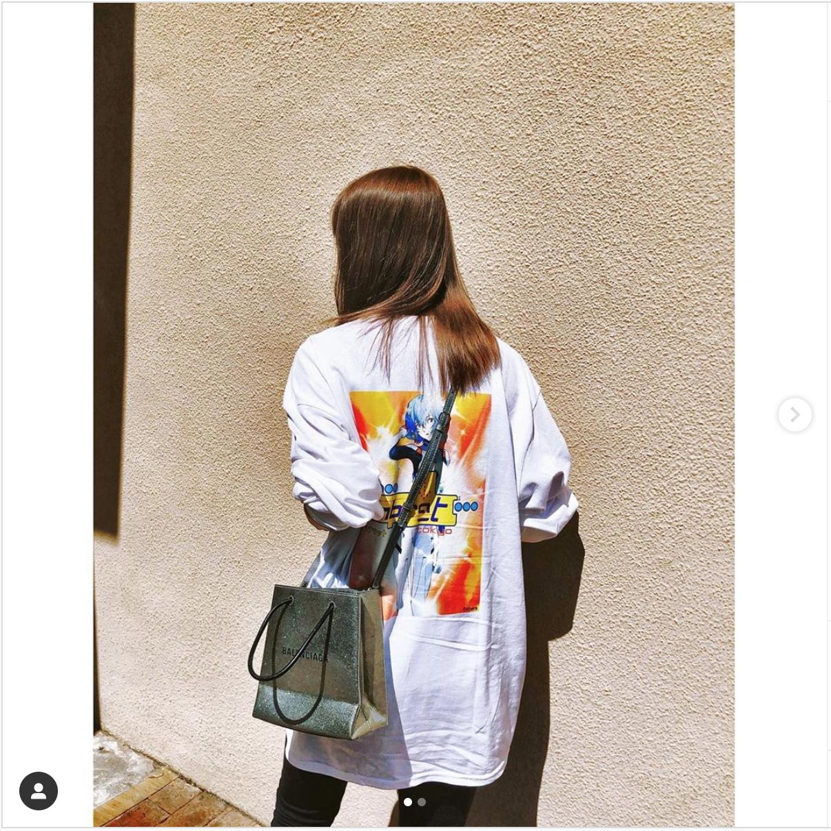 Instagramでもストリートファッションと合わせてアニメのグラフティTシャツを披露している
