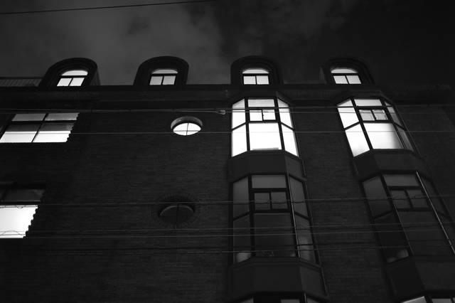 すてき〜!窓がかわいい〜!とみんなが足を止めた昭和初期の建物
