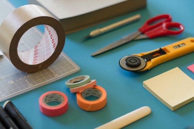 初期のプロトタイプ製作では、ボール紙や接着剤、テープな...