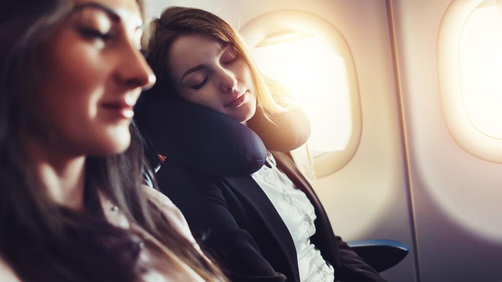 飛行機内に持っていくべき手荷物とは?