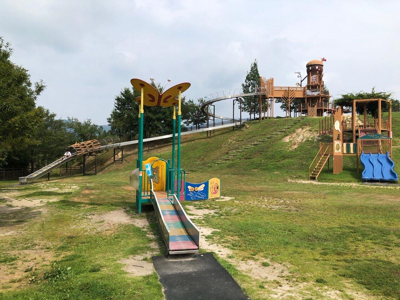 大型遊具に、芝ソリ!子どもたちも大喜びの玖珂総合公園
