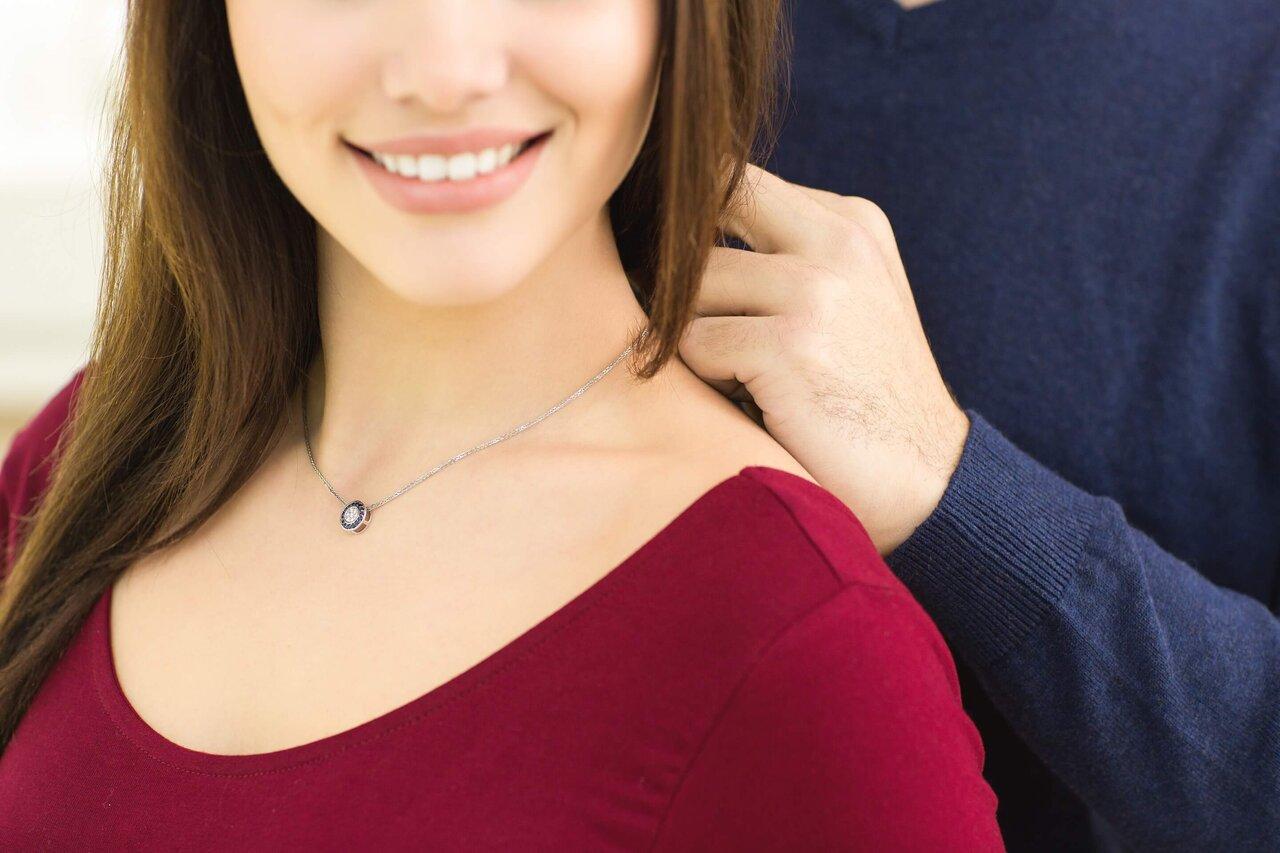 【プレゼントにもおすすめ】大人女性に喜ばれるネックレス選びのポイントを紹介