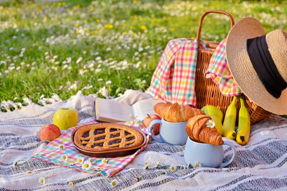 おしゃれピクニックに必須の持ち物はコレ♪映え写真のコツ・可愛いお弁当レシピも