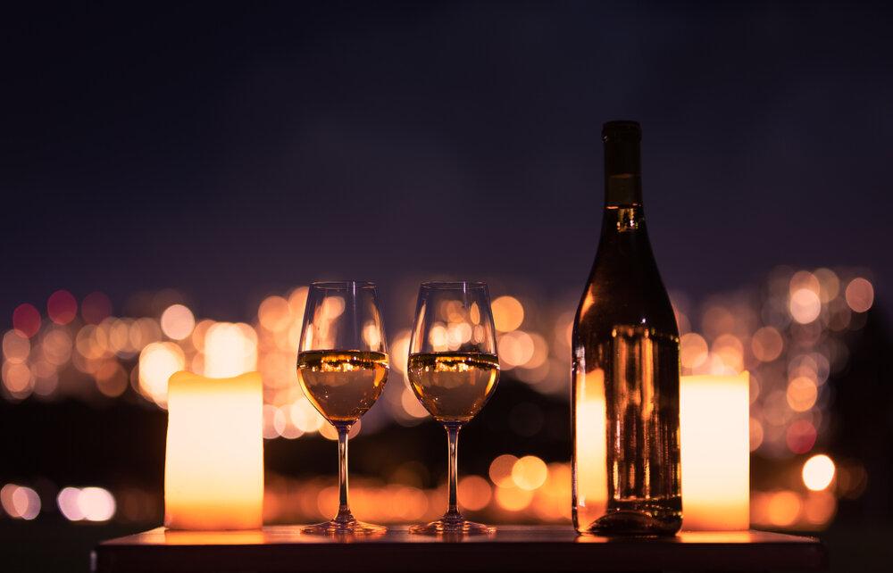 夜景を眺めながら乾杯