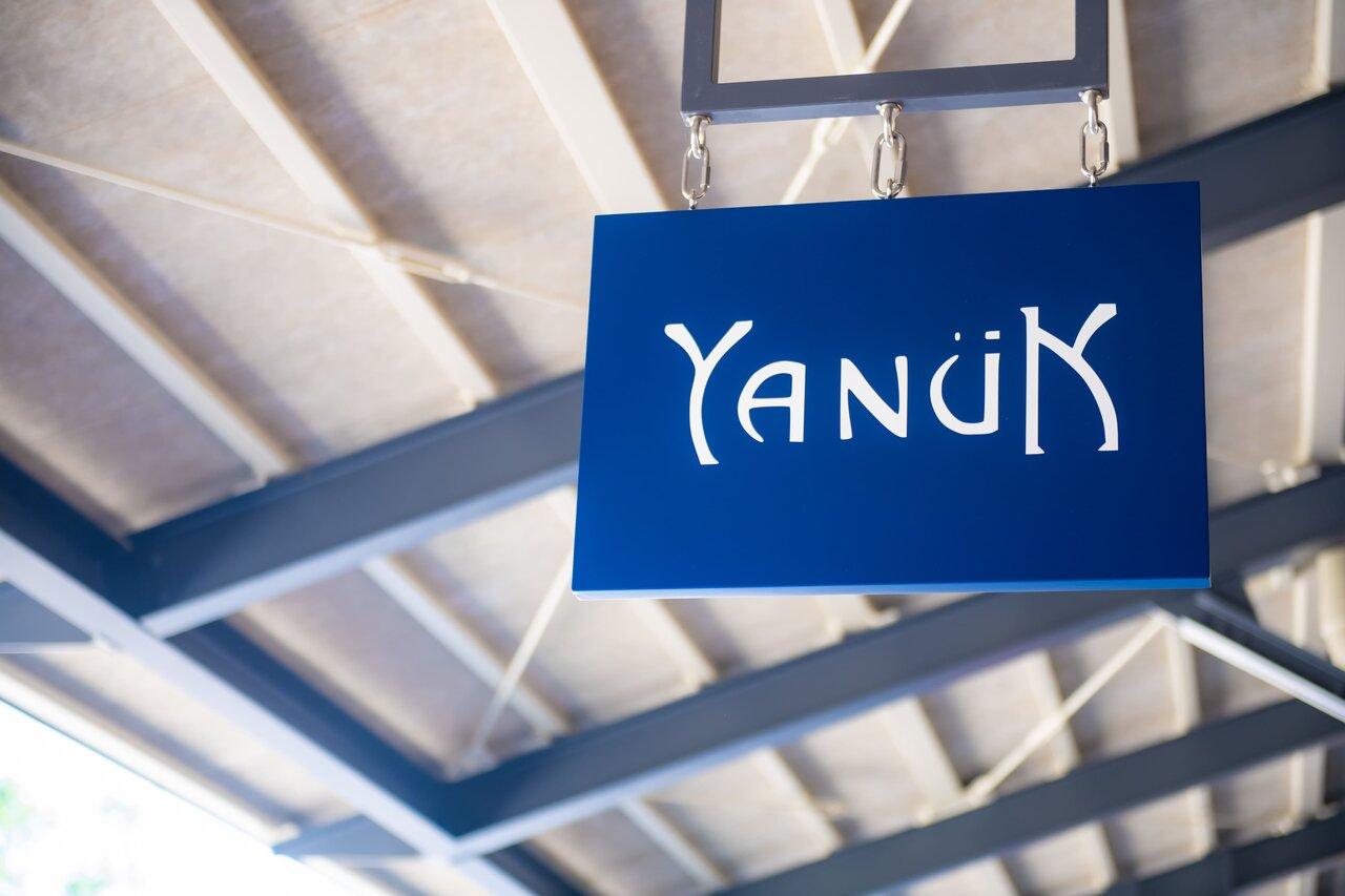 Yanukの看板