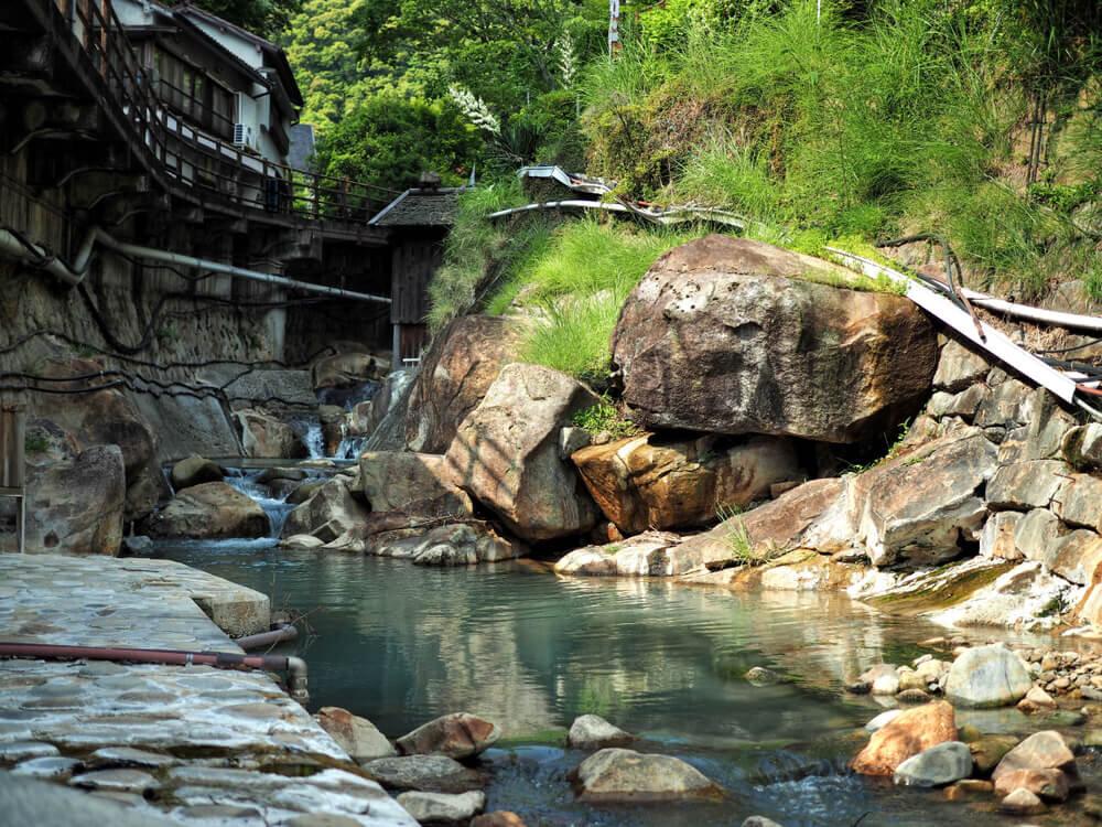 湯の峰温泉の小川