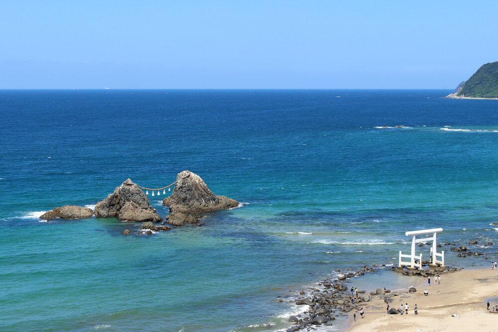 糸島の海と夫婦岩