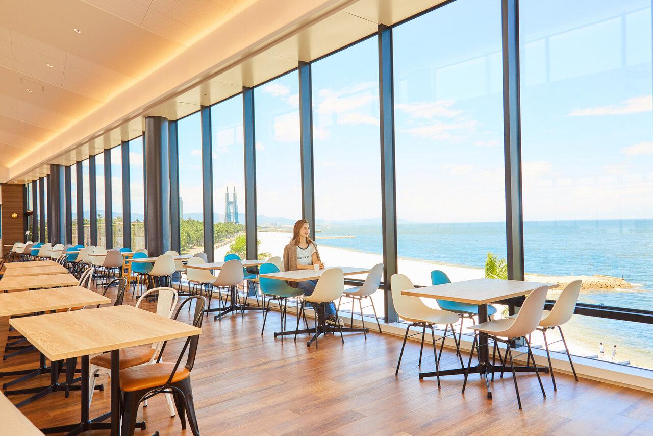 海を見渡せるRINKU DINING(りんくうダイニング)