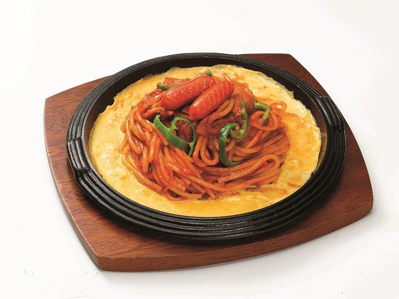 デラ パスタ キッチンの鉄板ナポリタン