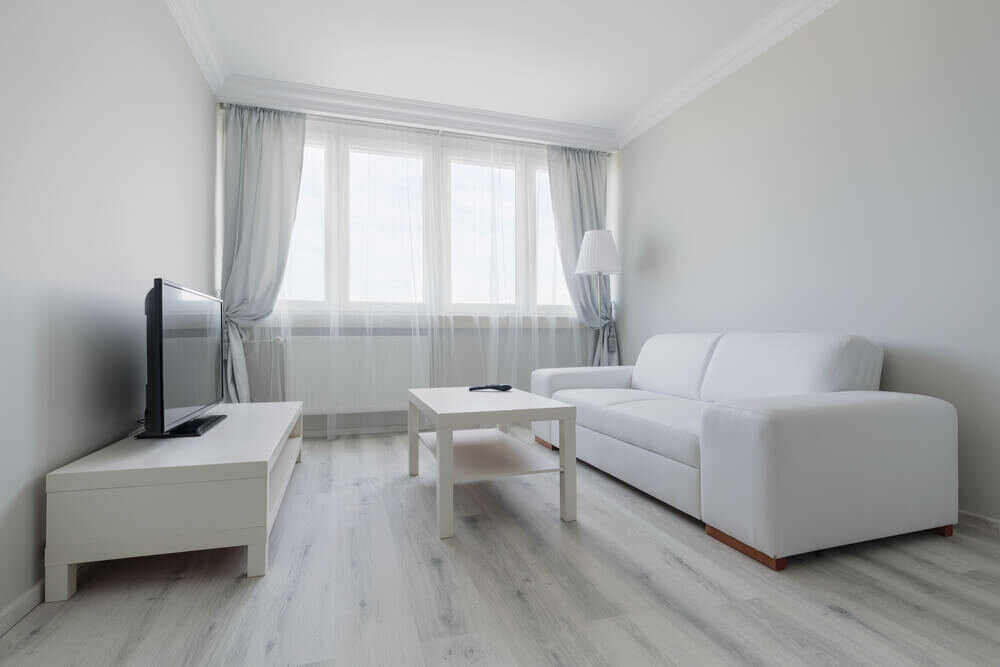 家具を並行に置いたワンルーム
