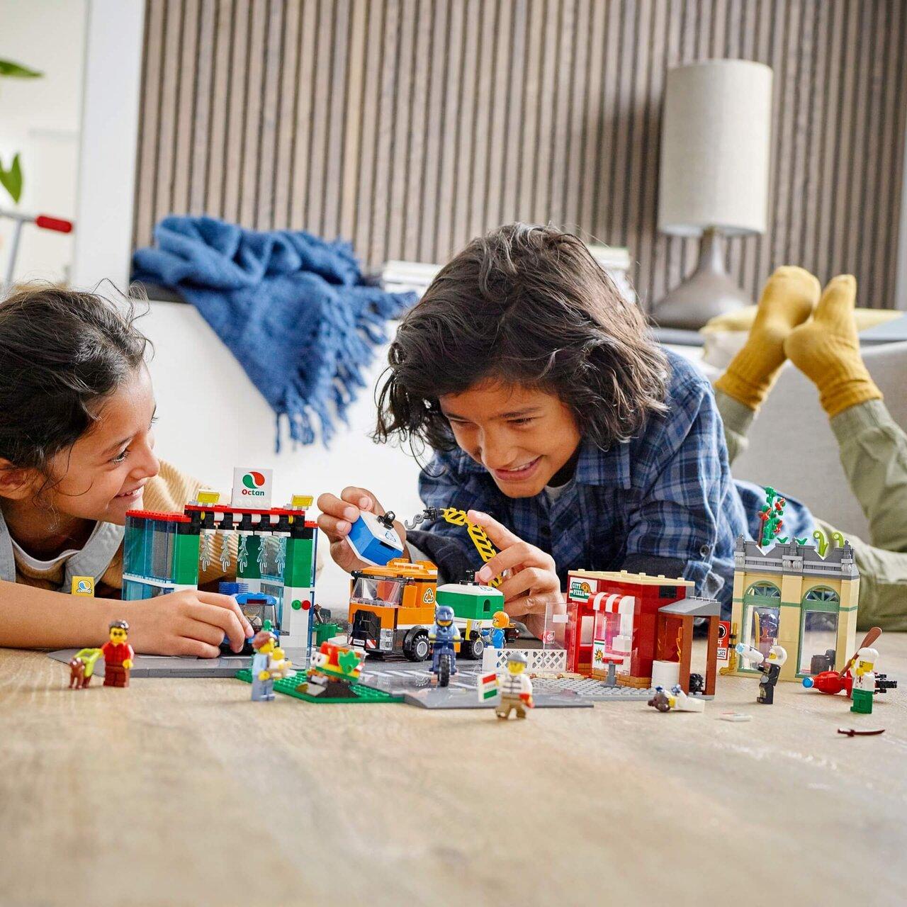 レゴ® で遊ぶ子ども達の様子