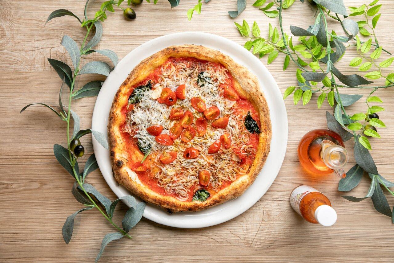 Trattoria Tavola 駿河湾産釜揚げしらすとトマトのピッツア