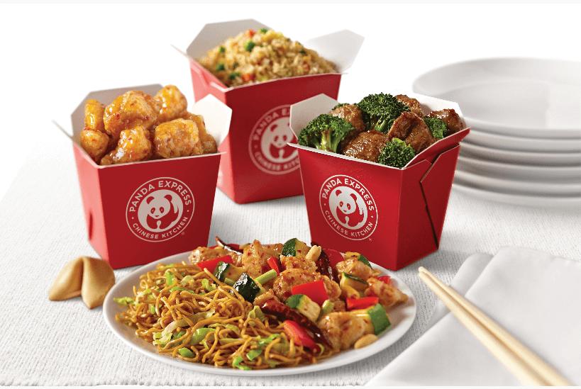 赤い箱に入った中華料理のテイクアウト