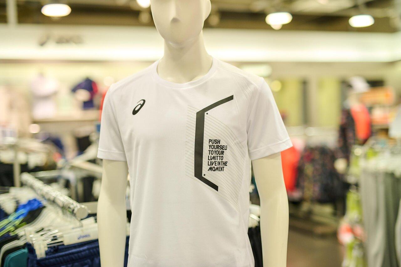 アシックスのLIMO SS Tシャツ