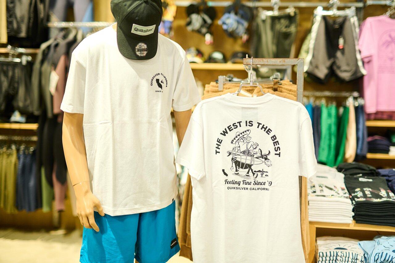 クイックシルバーの白ベースのデザインTシャツ