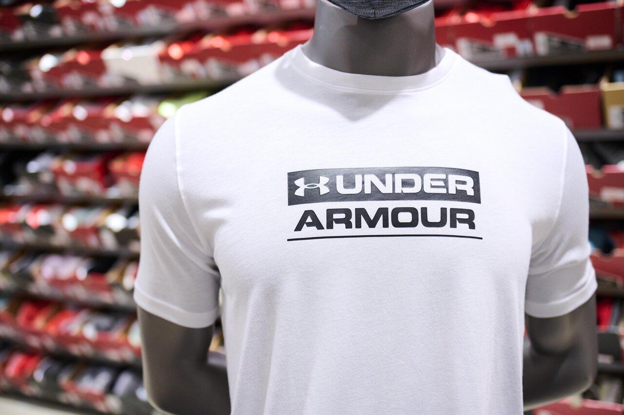 アンダーアーマーのUAテキストロゴTシャツ