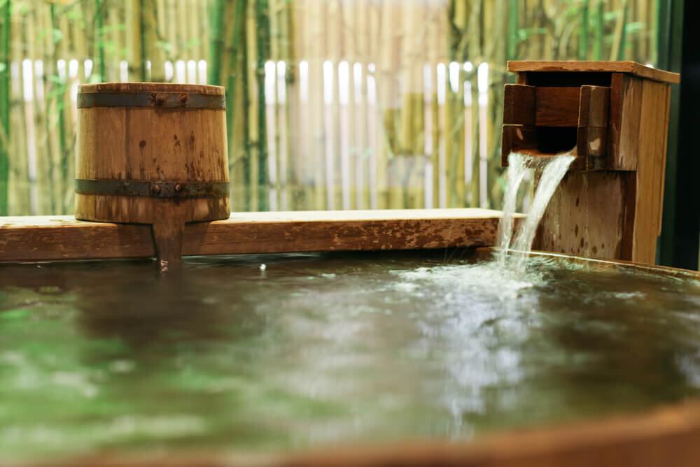 緑に囲まれた温泉
