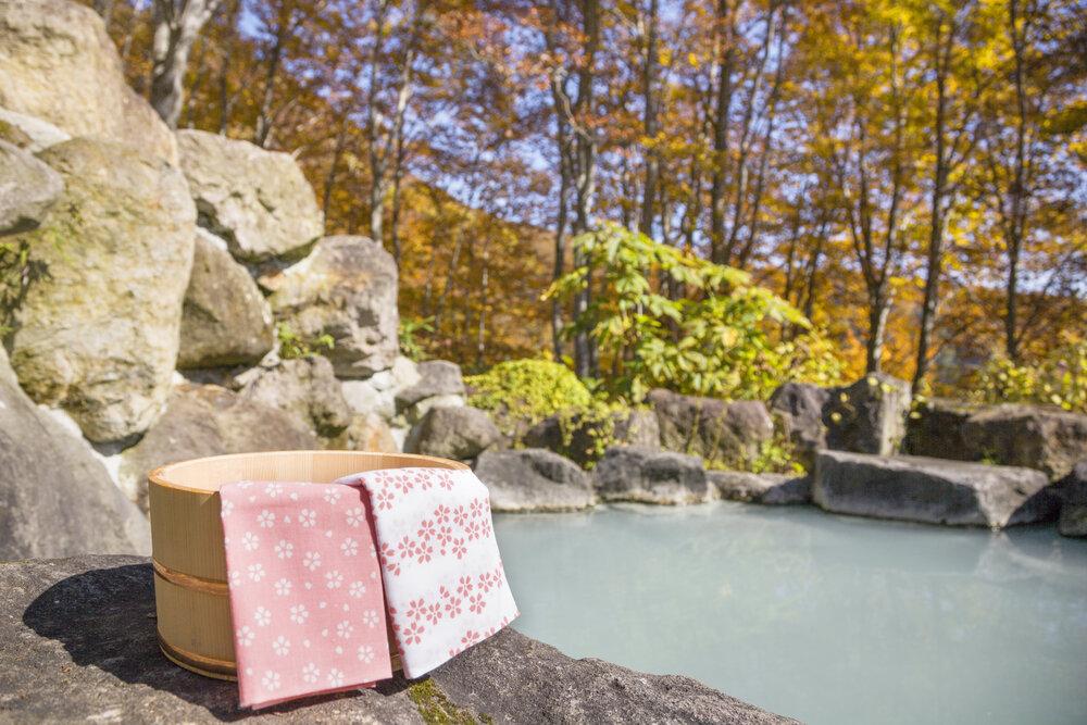 秋始めの露天風呂