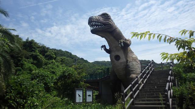 トレイルへの入口を守る恐竜
