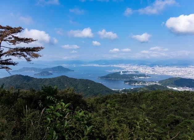 コースからは瀬戸内海の絶景を望むことができる