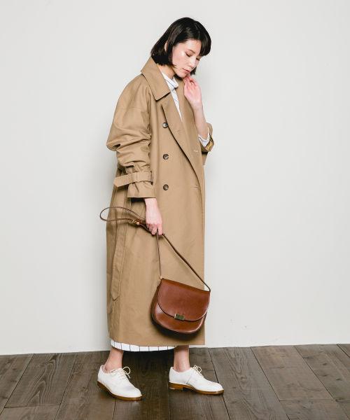 トレンチコートのコーデを色別に紹介!靴との着合わせや着こなし方法なども!