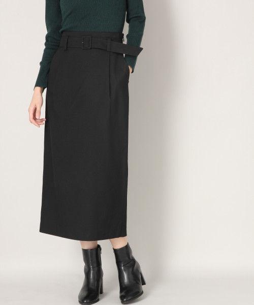 ベーシックな黒タイトスカート