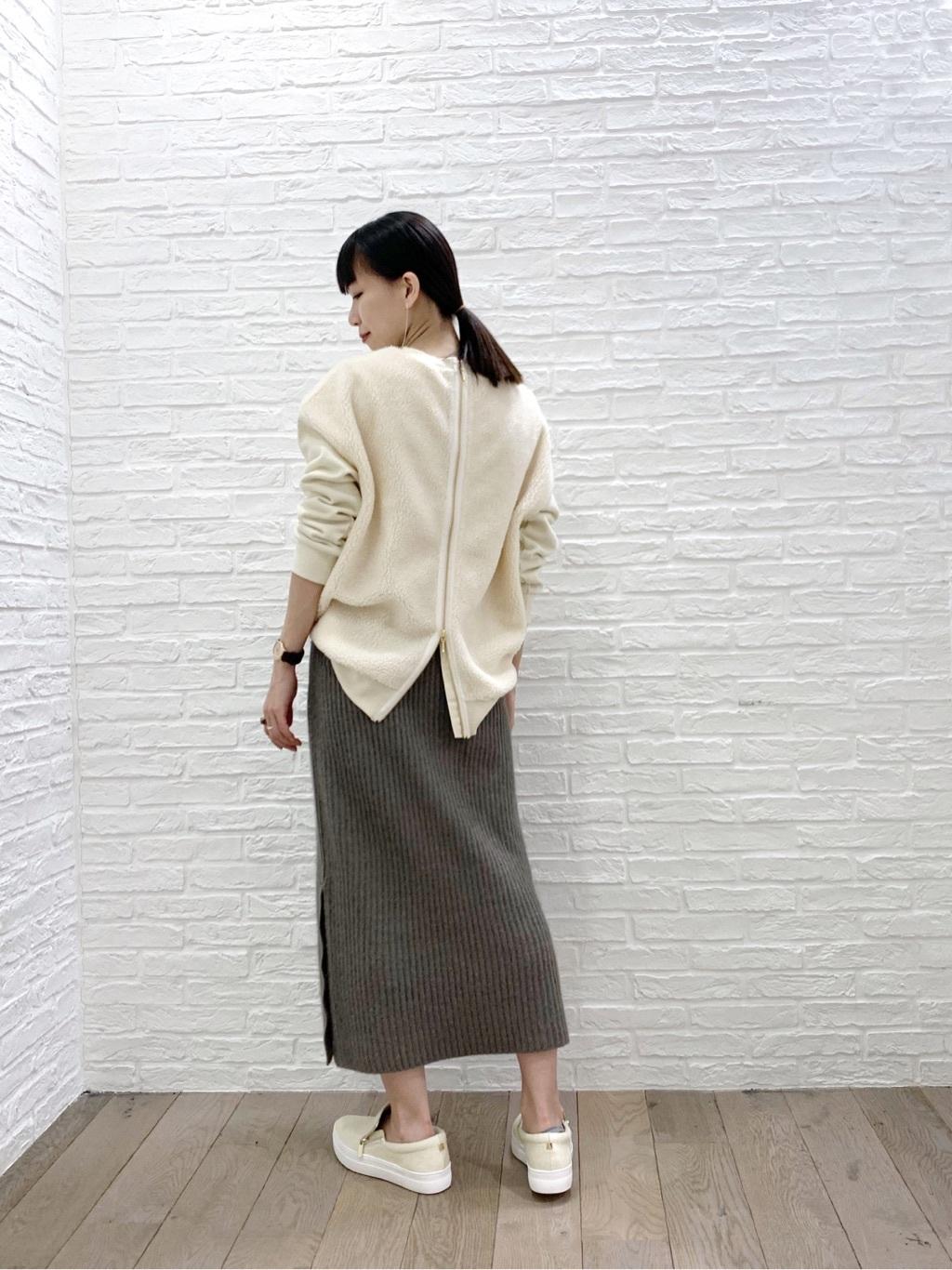 サイドジップスリッポン×リブタイトスカート