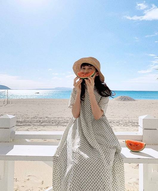 "kazumi on Instagram: ""今年初のスイカ🍉撮影3日目にして晴れ到来😭🙏ありがたや〜。#沖縄#felissimo#sunnyclouds#kazumi#kazumi旅"" (6128)"