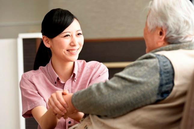 【介護職の離職理由TOP5】介護業界の離職率は平均と比較して高い?低い?定着の対策をご紹介