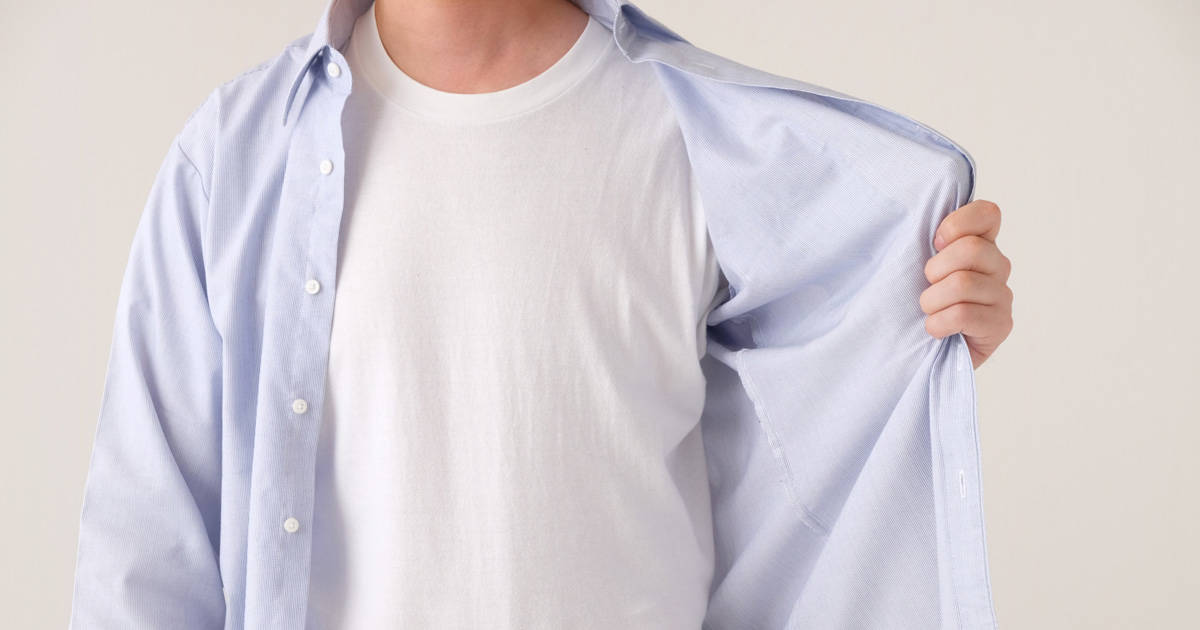 ワイシャツに肌着は必要? 透けないインナーを選ぶポイント