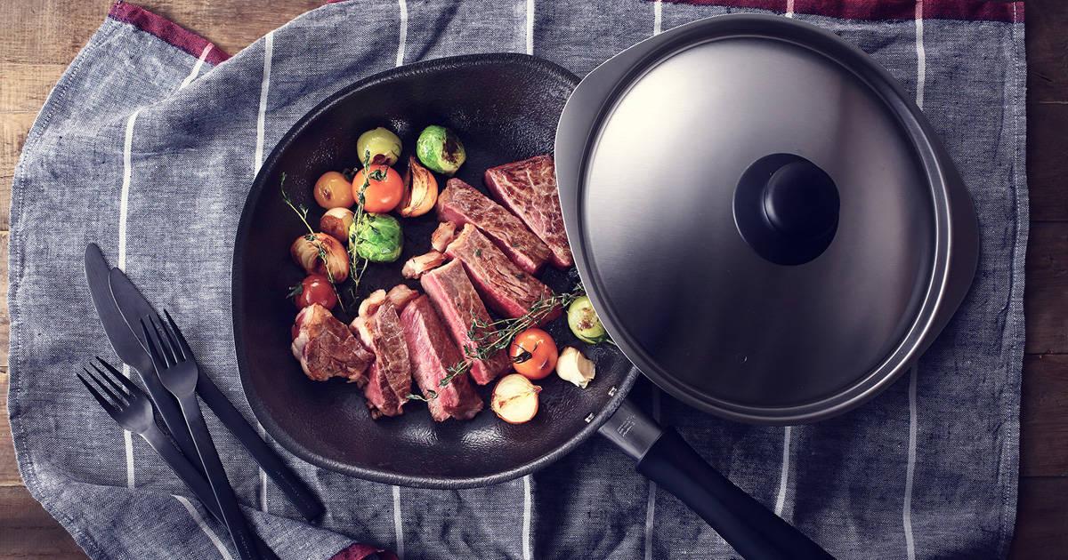 柳宗理デザインの名作が進化!一生モノの鉄フライパンでプロ級の料理を!