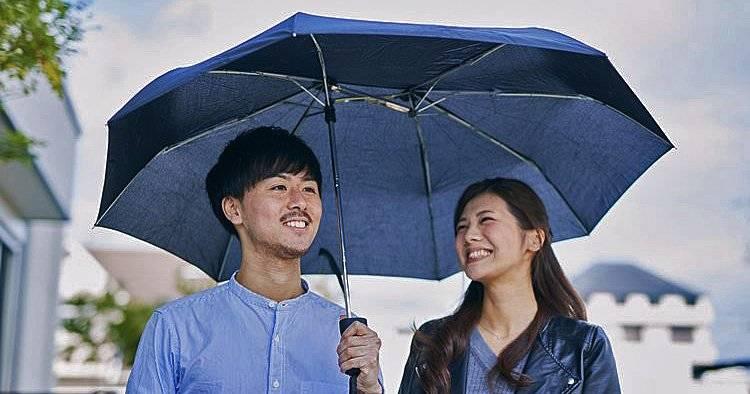 もうバッグが濡れたりしない!折りたたみ傘の弱点を解消したワイド傘「Sharely」