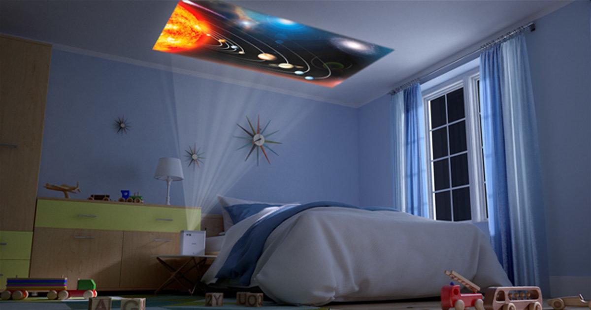 ゴロ寝しながら天井で動画を観られる!くつろぎ体験を得られる最新ホームプロジェクター