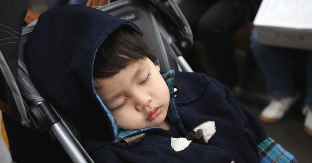 帰宅後になかなか寝てくれない…。外出時の赤ちゃんの睡眠で気を付けるべきこと