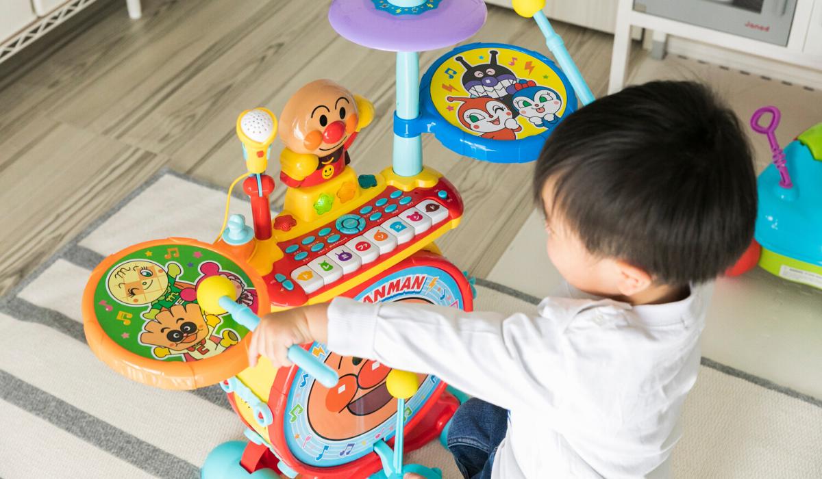 ジョイパレットの「ノリノリライブ♪BIG電子ドラム&キーボード」は遊べるおもちゃ? 家menのパパ友が最新家電を体験レビュー!⑤