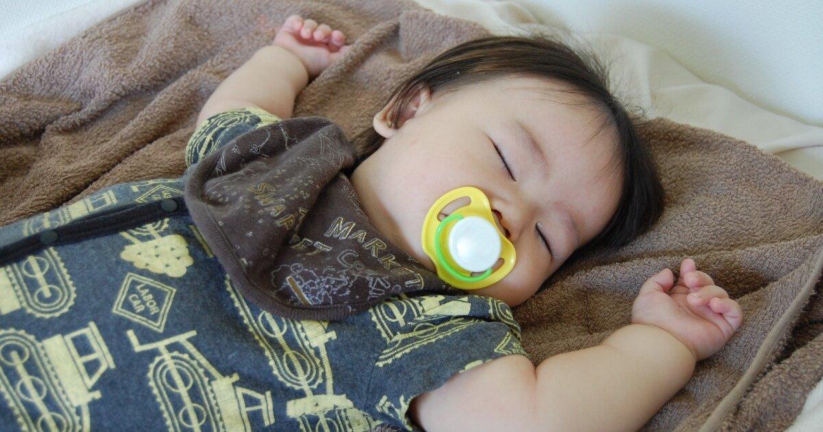 おしゃぶりでの寝かしつけはいけないこと?卒業の仕方、使用上の注意を解説