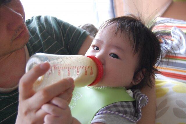赤ちゃん,パパ授乳
