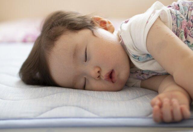 赤ちゃん,寝返り