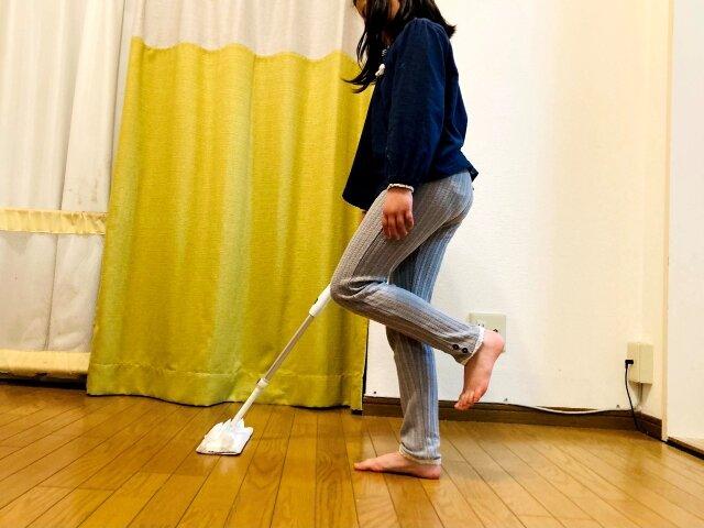 大掃除,片足立ちモップがけ