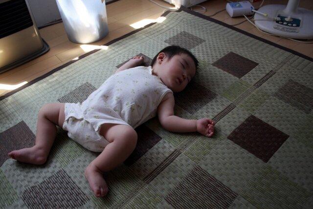 赤ちゃんの昼寝,明かり