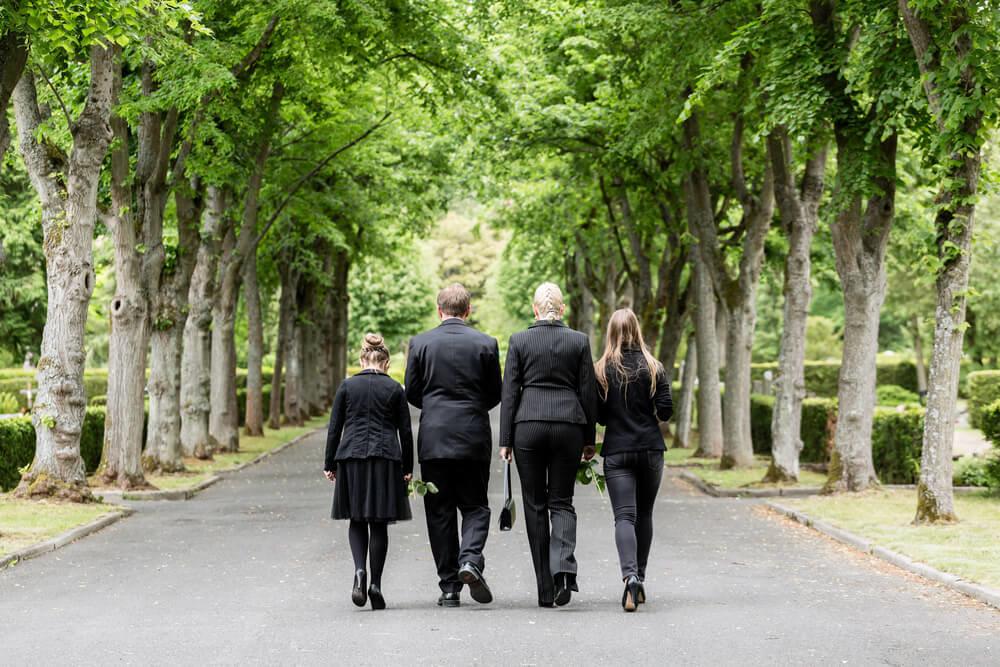 家族葬で最期のお別れを。葬儀の流れや費用、ポイントをチェック